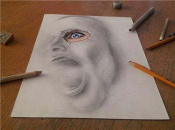 铅笔手绘和喷枪制造出的人脸肖像
